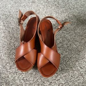 American Eagle size 5 wedges